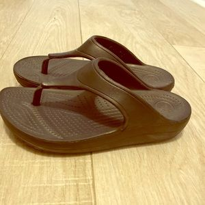 Woman croc sandal almost like new